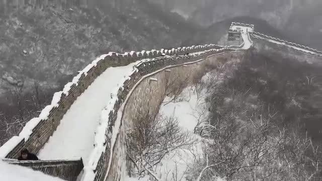 Снежный вид участка Великой китайской стены Мутяньюй